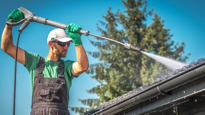 a man cleans gutters Royal Wash